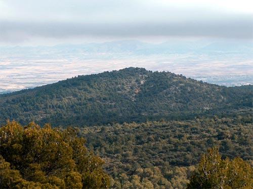 http://www.sierradebaza.org/Lugares_de_interes/LlanoCueva/Cerro_Almirez.jpg